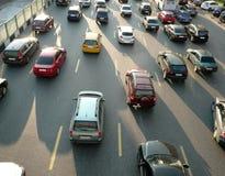 Molte dell'automobile sulla via Fotografia Stock Libera da Diritti