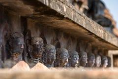 Molte delle teste di pietra di Buddha a Ayutthaya thailand Fotografie Stock Libere da Diritti