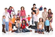 Molte famiglie con il gruppo dei bambini Fotografie Stock Libere da Diritti