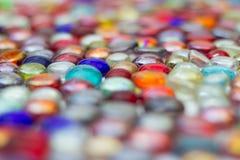 Molte gemme di vetro variopinte Fotografia Stock