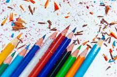 Molte matite colorate differenti su fondo di carta Fotografia Stock Libera da Diritti