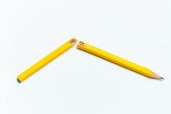 Molte matite colorate differenti su fondo di carta Fotografie Stock Libere da Diritti