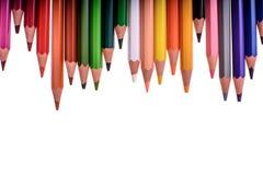 Molte matite colorate isolate su fondo bianco, posto per testo Fotografia Stock