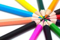 Molte matite colorate su priorità bassa bianca Fotografia Stock Libera da Diritti