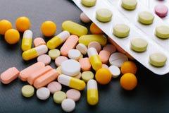 Molte medicine differenti, compresse, compresse, capsule Fotografie Stock
