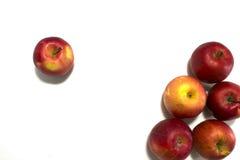 Molte mele mature Isolato su priorità bassa bianca Fotografie Stock