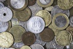 Molte monete differenti del metallo che si mettono su Fotografia Stock