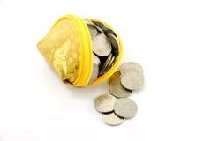 Molte monete e banca Fotografia Stock