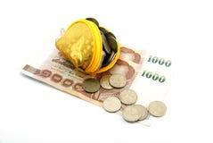 Molte monete e banca Immagine Stock