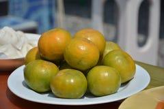 Molte palle arancio su un piatto Fotografia Stock Libera da Diritti