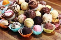 Molte praline del cioccolato di variet?, pralina gastronomica del cioccolato della confetteria belga immagine stock