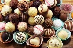 Molte praline del cioccolato di variet?, pralina gastronomica del cioccolato della confetteria belga fotografie stock