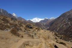 Molte tracce nelle alte montagne Immagine Stock
