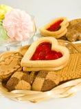 Molti biscotti sul primo piano della tavola Fotografia Stock