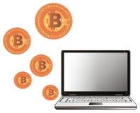 Molti bitcoins e computer portatile Immagini Stock