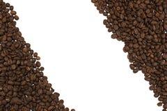 Molti chicchi di caffè situati dalla diagonale Immagini Stock