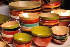 Molti colorano e graduano la ciotola secondo la misura di legno Fotografia Stock Libera da Diritti