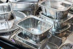 Molti contenitori di alluminio dell'alimento Immagini Stock