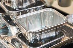 Molti contenitori di alluminio dell'alimento Fotografia Stock