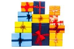 Molti contenitori di regalo variopinti Immagini Stock Libere da Diritti