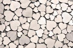 Molti cuori di legno come fondo, concetto di giorno di S. Valentino Fotografie Stock