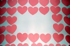 Molti cuori su un fondo bianco, su uno spazio per testo e sulle etichette, il giorno del biglietto di S. Valentino della st Fotografie Stock