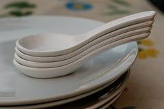 Molti danno disposto su un piatto bianco Fotografia Stock