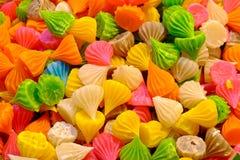 Molti dolci variopinti, candele Fotografie Stock Libere da Diritti