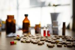 Molti farmaco e pillole variopinti Immagini Stock