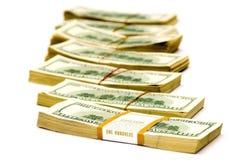 Molti grandi pacchetti dei dollari sopra bianco ($70 000) Fotografia Stock