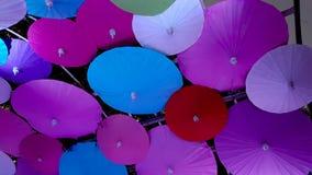 Molti hanno colorato l'ombrello di stile cinese in un fondo Fotografie Stock Libere da Diritti
