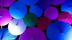 Molti hanno colorato l'ombrello di stile cinese in un fondo Fotografia Stock Libera da Diritti