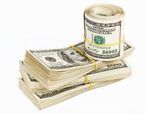 Molti impacchettano e rotolo degli Stati Uniti 100 dollari di banconote Fotografie Stock