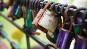 Molti lockpads su una barra, fuoco selettivo Fotografia Stock Libera da Diritti