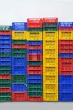Molti multi contenitori colorati di frutta Fotografie Stock Libere da Diritti