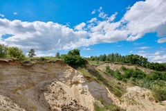 Molti nidi dei sorsi nel canyon sotto forma di depres Fotografie Stock Libere da Diritti