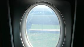 Molti oblò all'interno dell'aereo Oblò nell'aereo video d archivio