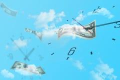 Molti orologi in vario volo della banconota e di tempo in cielo blu fotografia stock