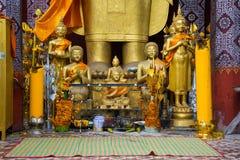 Molti piccoli buddhas dorati Fotografie Stock Libere da Diritti