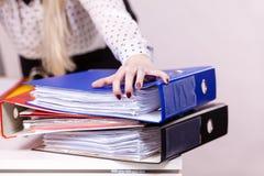 Molti raccoglitori variopinti con i documenti dentro Immagine Stock Libera da Diritti
