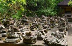 Molti rovinano le pietre al tempio dell'elefante in Bali, Indonesia Immagini Stock Libere da Diritti