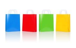 Molti sacchetti della spesa variopinti in bianco Immagini Stock