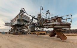 Molti secchi dell'escavatore gigante Equipment della cava per l'estrazione della sabbia dalla cava Fotografie Stock Libere da Diritti