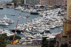 Molti spettatori guardano il Gran Premio 2016 di F1 Monaco dal Yac Immagini Stock