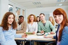 Studenti nella classe dell'università Immagini Stock