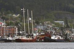 Molti tipi di barche in porta d'Alasca Fotografie Stock Libere da Diritti