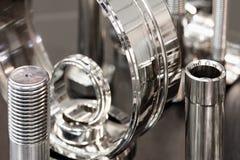 Molti tipi di metalli dettaglia il fondo di design industriale, concetto di ingegneria industriale fotografie stock