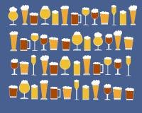 Molti tipi di vetri di birra Immagine Stock