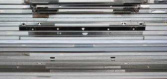 Molti vecchi schermi dell'affissione a cristalli liquidi Pila di pannelli del tft dai monitor, lato vi Fotografie Stock Libere da Diritti