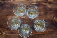 Molti vetri di champagne Disposizione piana Festa di concetto, partito, alc Fotografia Stock